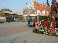 Весна. Вокзал, памятник, вечный огонь, 9 мая