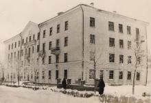 Рубцовск Общежитие РМТ (машиностроительного техникума) 1962 год (прислано: Nikolaj Nepscha)